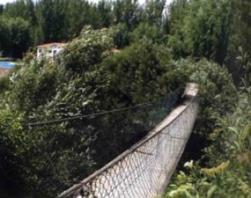 Puente colgante entre Fondón y Benecid